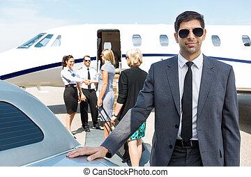 terminal, confiant, aéroport, homme affaires