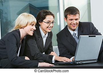 trois, professionnels