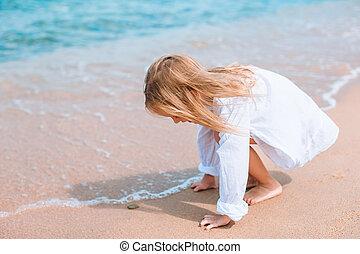 vacances, avoir, pendant, plage, girl, adorable, peu, amusement, exotique