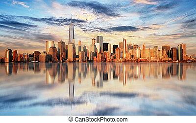 ville, manhattan inférieur, york, nouveau, coucher soleil
