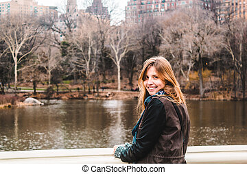 ville, parc central, arbres, york, devant, nouveau, manhattan, girl