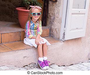 ville, peu, dehors, girl, heureux, adorable, européen