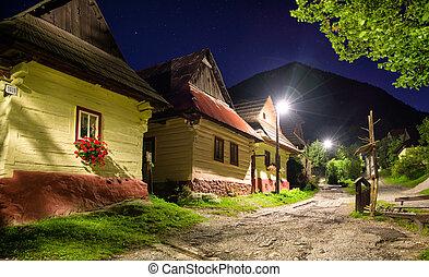 villgae, vlkolinec, historique, petites maisons, nuit