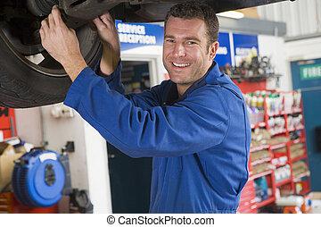 voiture, sourire, mécanicien, fonctionnement, sous