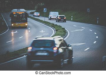 voitures, autoroute, coucher soleil